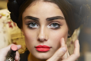 CHANEL CRUISE 2015/16 COLLECTION | BACKSTAGE BEAUTY PICTURES