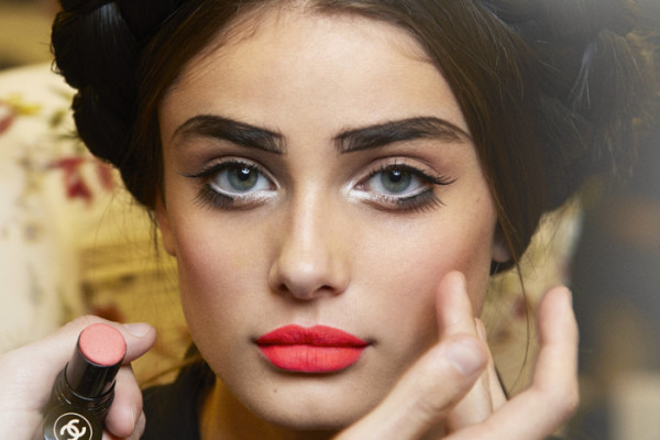 CHANEL CRUISE 2015/16 COLLECTION BACKSTAGE BEAUTY PICTURES