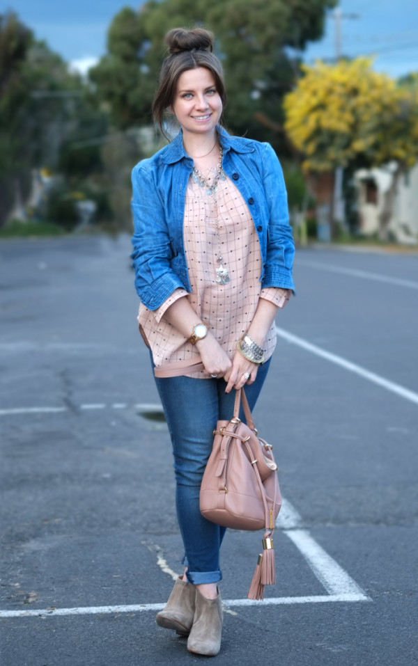 Casual denim outfit | more on www.ladymelbourne.com.au