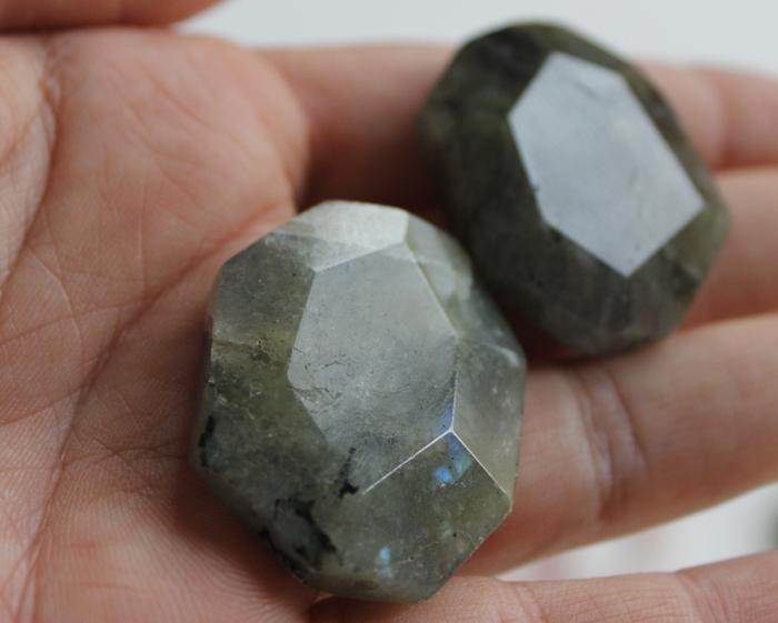 Labradorite stones | www.ladymelbourne.com.au