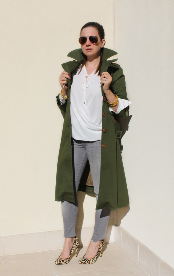 Olive green trench coat, more on | www.ladymelbourne.com.au