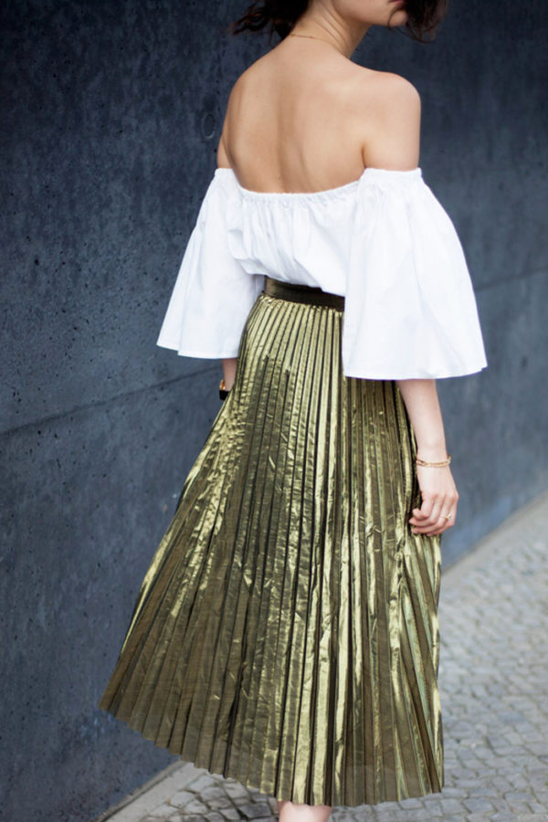 Gold pleat skirt | more on www.ladymelbourne.com.au