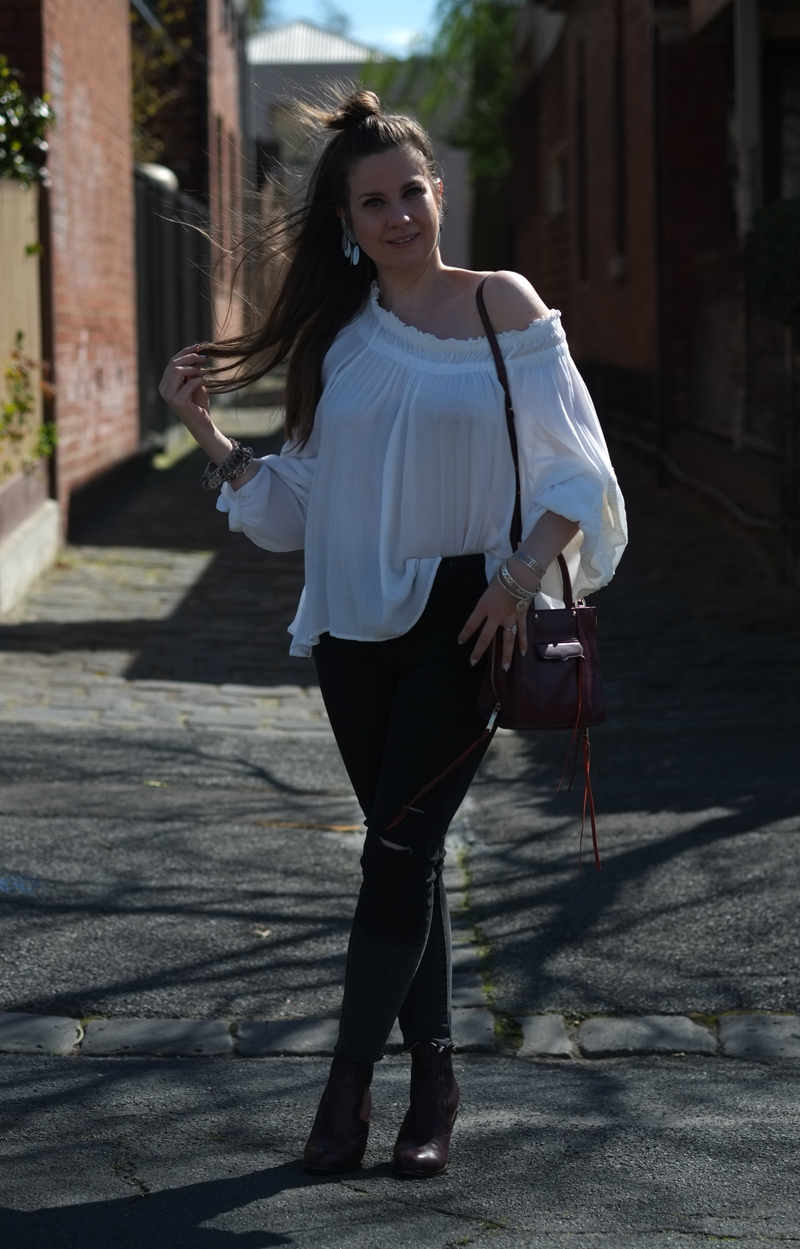Off shoulder top with skinny jeans | more on www.ladymelbourne.com.au