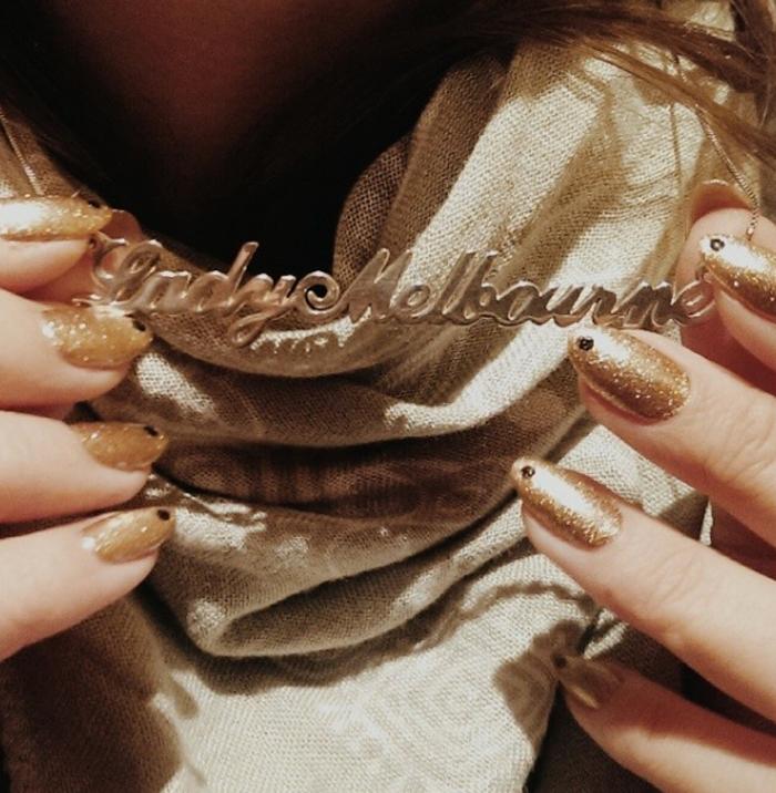 Caviar or dot manicure
