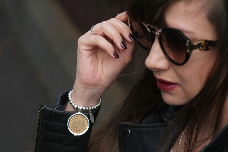 Silver coin bracelet with Prada sunglasses | more on www.ladymelbourne.com.au