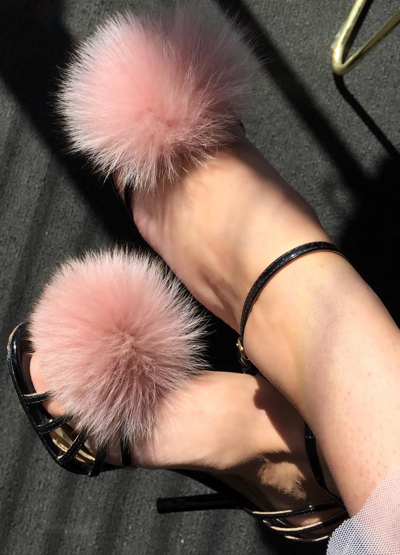 Pom-pom heels